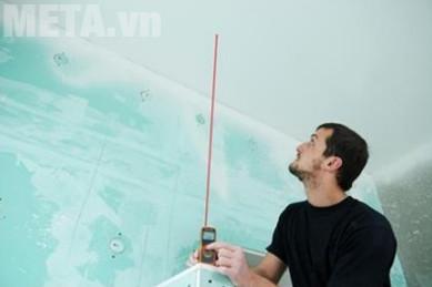 Máy đo khoảng cách laser Prexiso P50 có tấm đuôi máy cố định đo