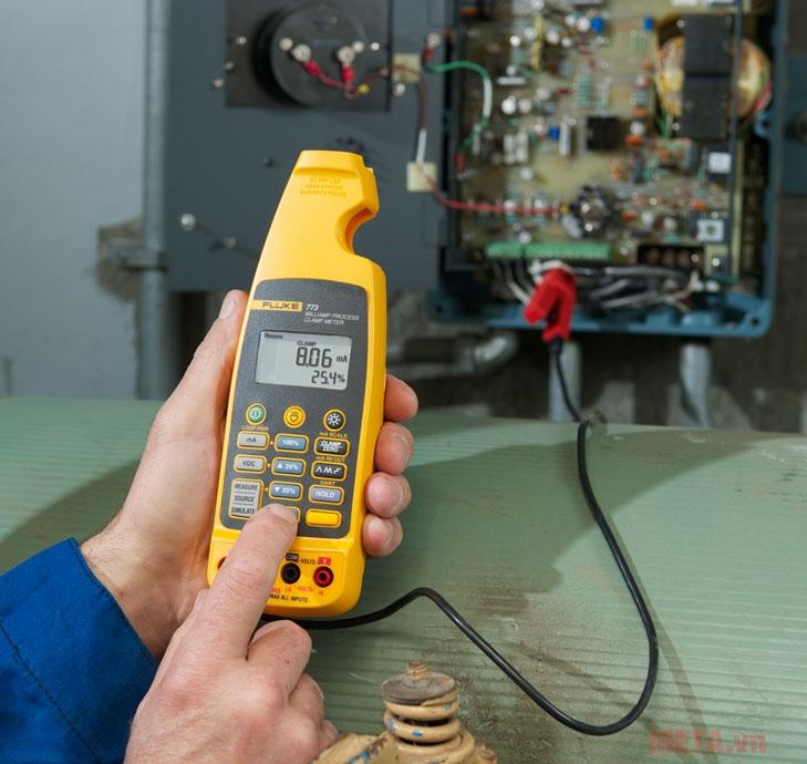 Ampe kế có thể ghi nhớ và thu thập các phân tích các thay đổi đo lường dòng điện đo