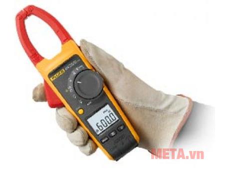 Ampe kìm Fluke 374 có thiết kế cầm tay tiện dụng