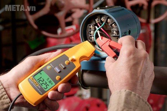 Ampe kìm Fluke 771 giúp đo điện chính xác