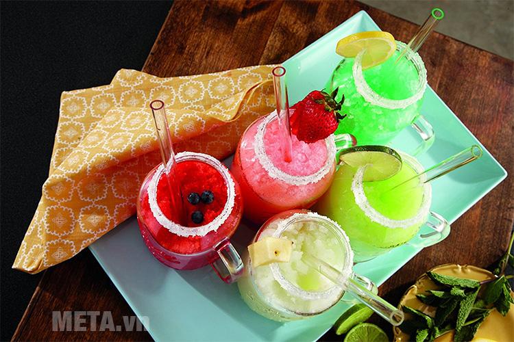 Món sinh tố thơm ngon, bổ dưỡng được làm từ máy xay sinh tố Oster Ball Mason BLSTMM2-BRE