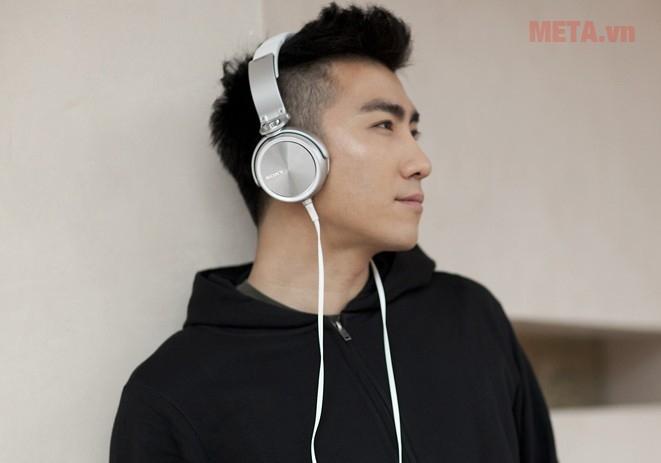 Tai nghe Sony MDR-XB610 trang bị dây dài dạng dẹt chống rối