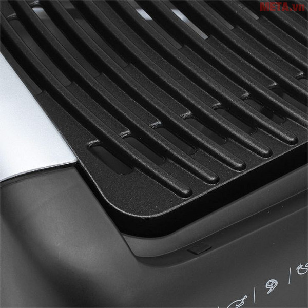 Vỉ nướng điện Electrolux EBG200 có thiết kế hai tay cầm bền chắc