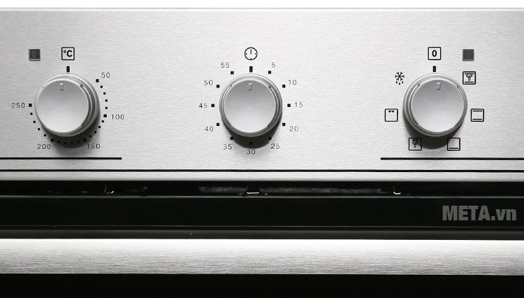 Lò nướng âm Electrolux EOB2100COX có 3 núm vặn chọn nhiệt độ, thời gian, rã đông
