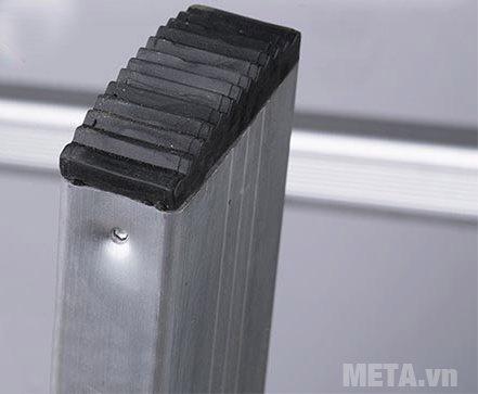 Thang nhôm khóa sập tự động Nikita Nika-15 được bọc cao su chắc chắn ở chân thang