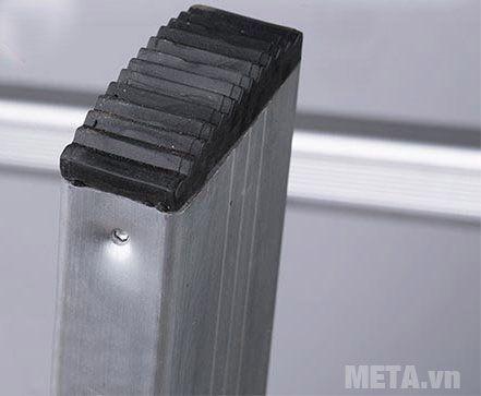 Thang nhôm khóa sập tự động Nikita Nika-25 thiết kế bọc cao su ở chân thang