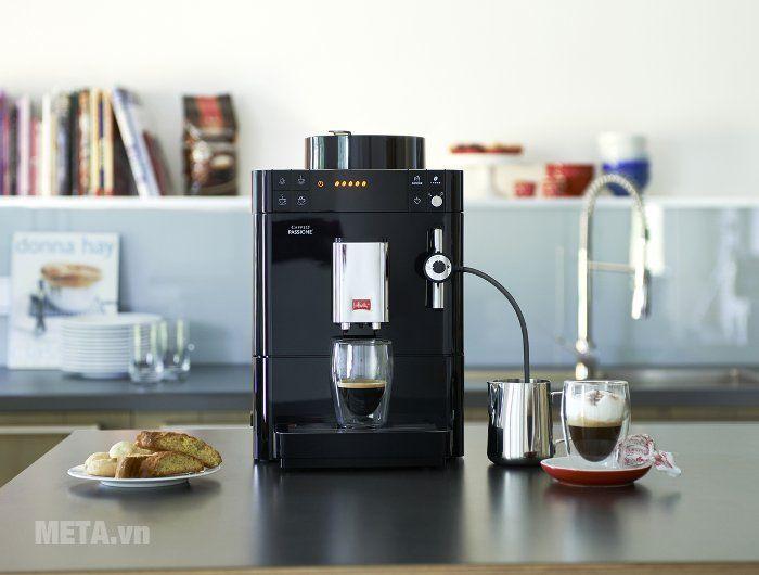 Máy pha cà phê Melitta Caffeo Passione có hệ thống vòi sữa ngoài