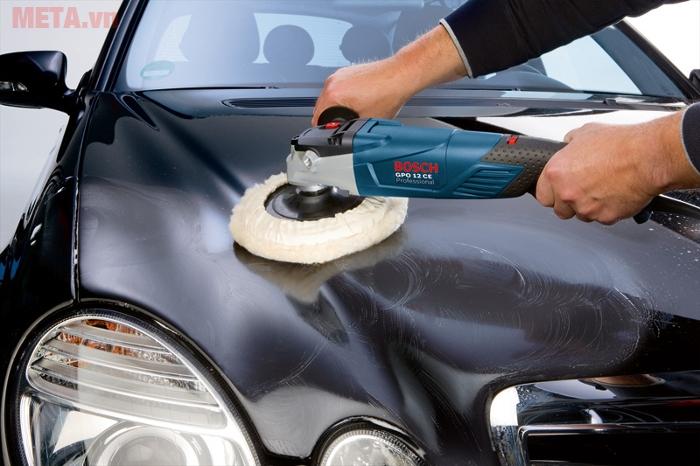 Máy đánh bóng Bosch GPO 12CE giúp bạn tẩy rửa vết bẩn