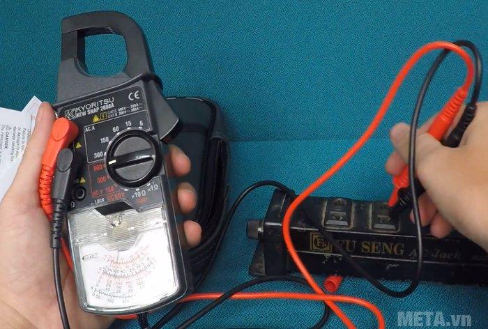 Ampe kìm Kyoritsu 2608A đo được điện thế DC 60V