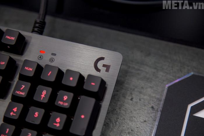 Logo trên bàn phím Logitech G413 được in nổi