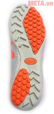 Giày đá bóng Mitre 160804 có đế chống trượt