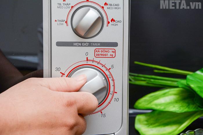 Bảng điều khiển nút vặn dễ dàng sử dụng