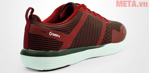 Gót giày được thiết kế chắc chắn, giúp bạn di chuyển nhẹ nhàng