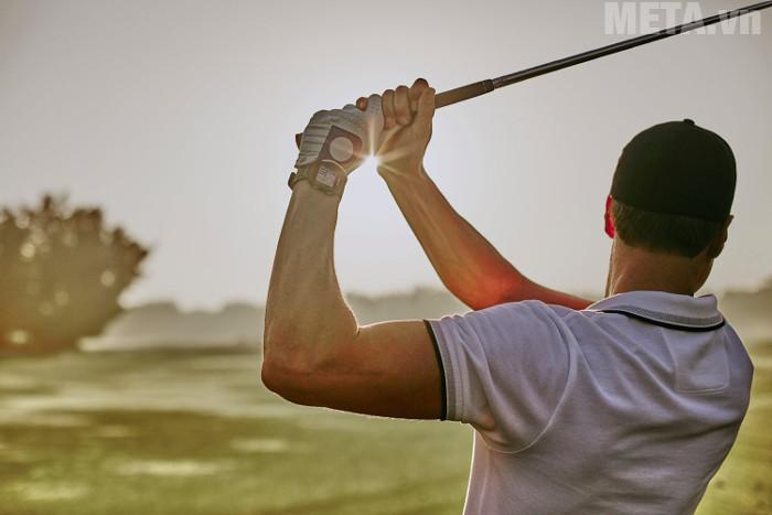 Vòng tay hỗ trợ chơi golf Garmin Approach S20 sẽ ghi lại từng đường bóng của bạn