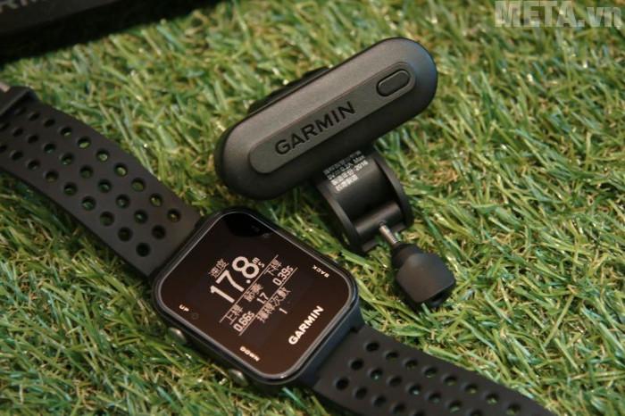Garmin Approach S20 đi kèm với thiết bị gắn trên gậy golf