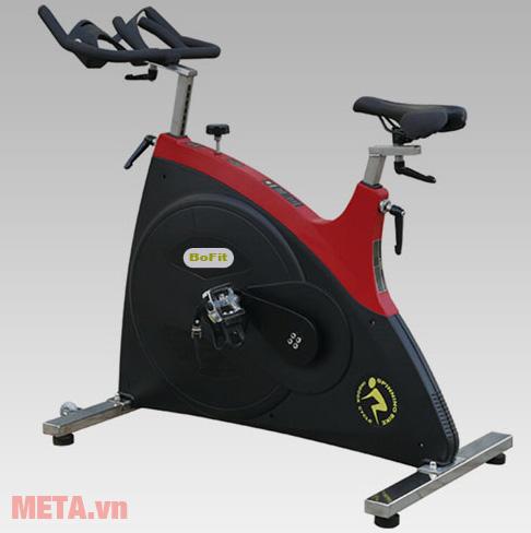 Xe đạp tập Spinning BoFit 7010 thiết kế bàn đạp chắc chắn, chống trượt