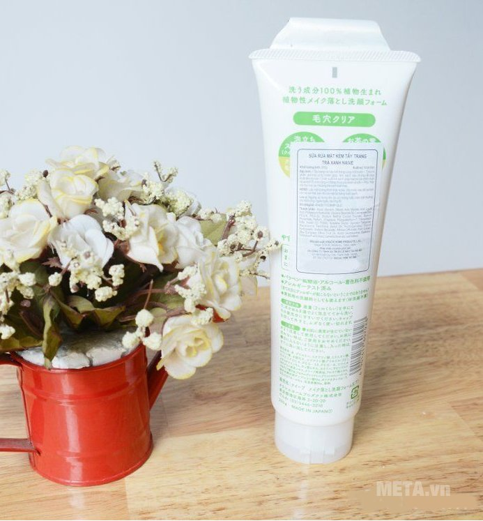 Sữa rửa mặt kèm tẩy trang trà xanh Naive 200 giúp chăm sóc da tốt hơn