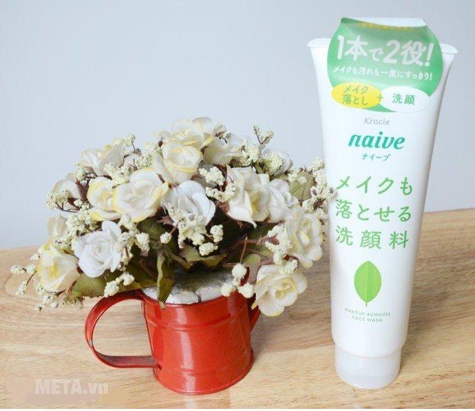 Hình ảnh sữa rửa mặt và tẩy trang Naive trà xanh 190g