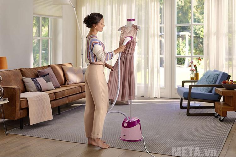 Bàn là hơi nước đứng giúp bạn tiết kiệm thời gian làm việc nhà