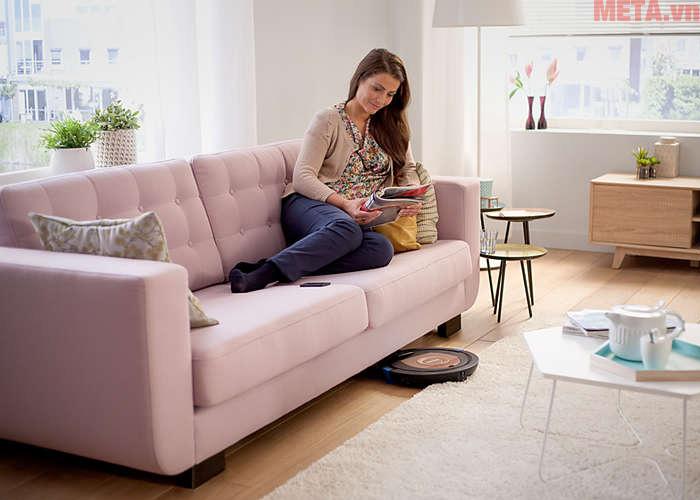 Với thiết kế mỏng chỉ 6cm, robot có khả năng đi tới mọi vị trí trong nhà bạn