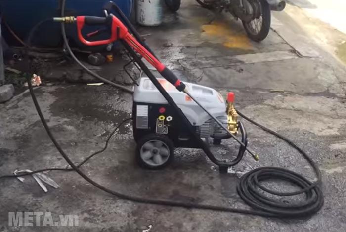 Máy phun rửa cao áp bán chuyên nghiệp Lutian LT-16MC dễ sử dụng