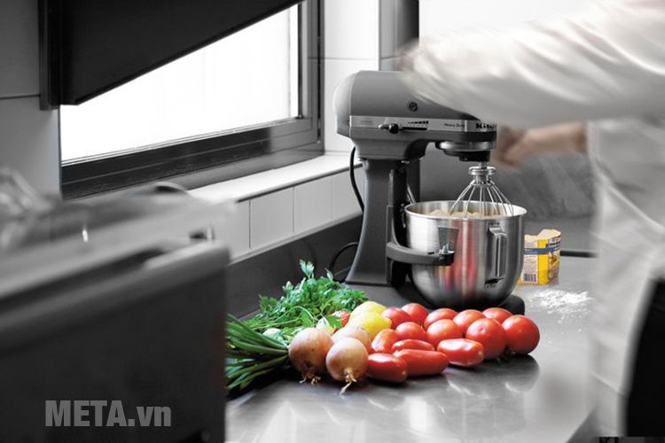 Máy trộn bát nâng KitchenAid 5KPM50EGR giúp bạn tiết kiệm thời gian và công sức nấu nướng
