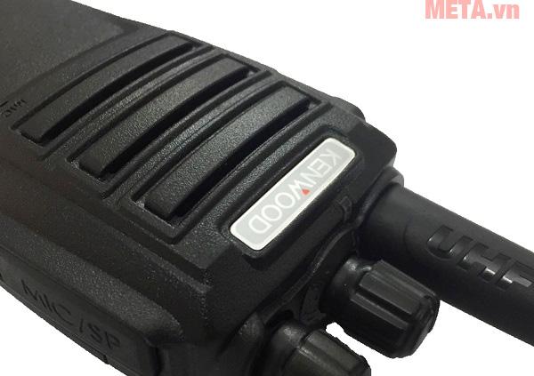Bộ đàm cầm tay Kenwood TK 3320 có khả năng sử dụng pin đến 36 giờ