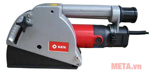 Máy cắt tường cầm tay Ken 4545B có tay cầm phụ giúp bạn dễ dàng thao tác