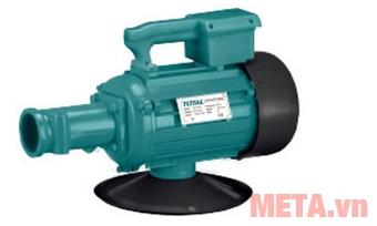 Máy đầm dùi bê tông Total TP615001 dùng điện nên vận hành ổn định và mạnh mẽ hơn