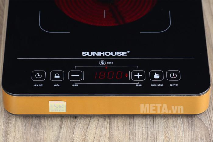 Bếp sử dụng bảng điều khiển cảm ứng, dễ dàng lựa chọn các chế độ