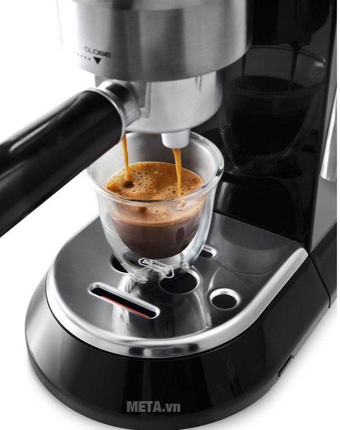 Máy pha cà phê Delonghi EC685.BK có 2 vòi