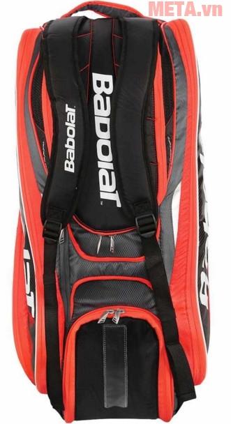 Túi vợt tennis có nhiều ngăn đựng khá linh hoạt