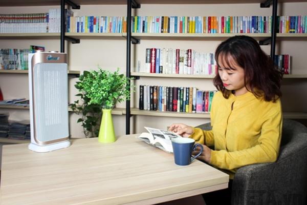 Quạt sưởi gốm Ceramic để sàn FujiE CH-2100 sưởi ấm cho trẻ nhỏ rất an toàn