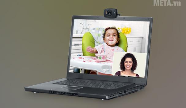 Bạn có thể sử dụng wedcam để trò chuyện video trên các mạng xã hội
