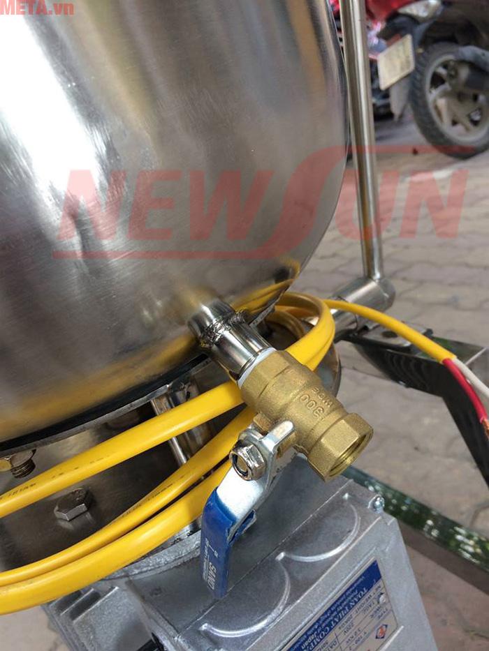 Van xả nước của máy giúp bạn dễ dàng vệ sinh máy sau khi sử dụng