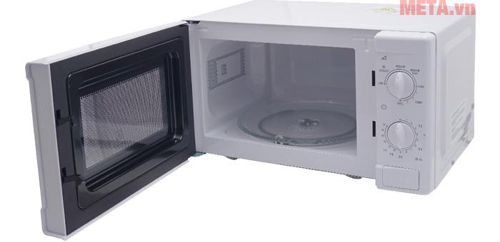 Lò vi sóng cơ có nướng Electrolux EMM2021GW có cửa kính giúp bạn dễ dàng quan sát quá trình nấu
