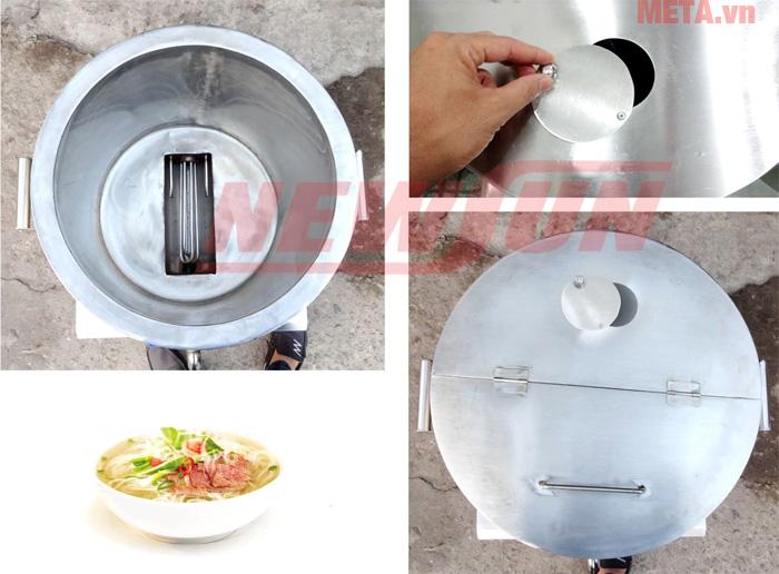 Nắp trong của nồi được thiết kế hình bán nguyệt và lỗ thoát hơi dễ dàng sử dụng