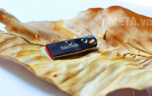 USB 2.0 SanDisk Cruzer Force CZ71 32GB có vẻ ngoài đẹp mắt USB 2.0 SanDisk Cruzer Force CZ71 32GB có vẻ ngoài đẹp mắt