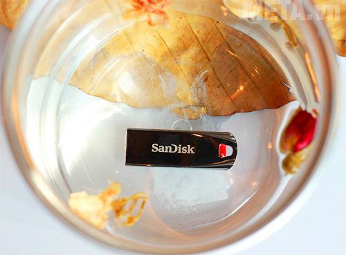 USB 2.0 SanDisk 16Gb là kho chứa hình ảnh khổng lồ, mang tính bảo toàn là vĩnh viễn