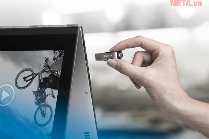 Hình ảnh sử dụng USB 3.0 SanDisk Ultra Flair CZ73 128GB