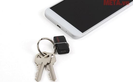 USB có trọng lượng và thiết kế nhỏ gọn giúp bạn dễ dàng mang theo