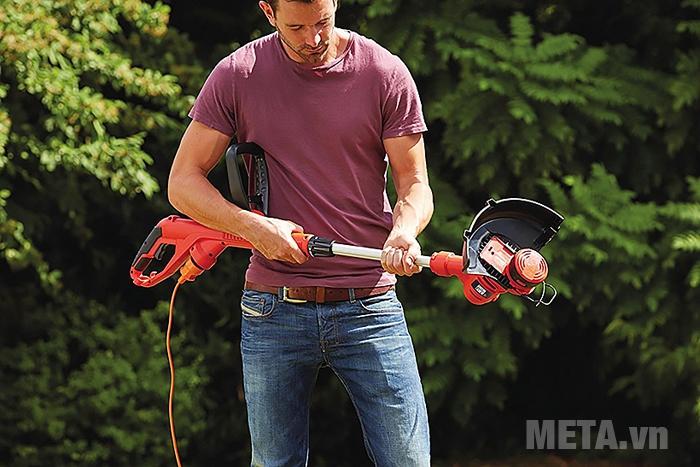 Máy cắt cỏ cầm tay Black&Decker GL4525CM-B nhỏ gọn, dễ cầm