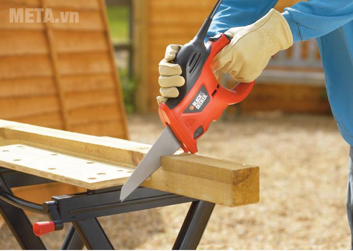 Máy cưa Black & Decker New 2017 KS880EC có khả năng cưa gỗ hiệu quả