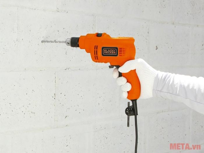 Máy khoan động lực Black&Decker HD555 khoan tường với đường kính 13mm