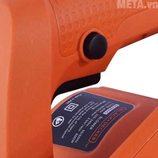 Nút nhấn điều kiển trên thân máy giúp bạn dễ dàng thao tác sử dụng máy