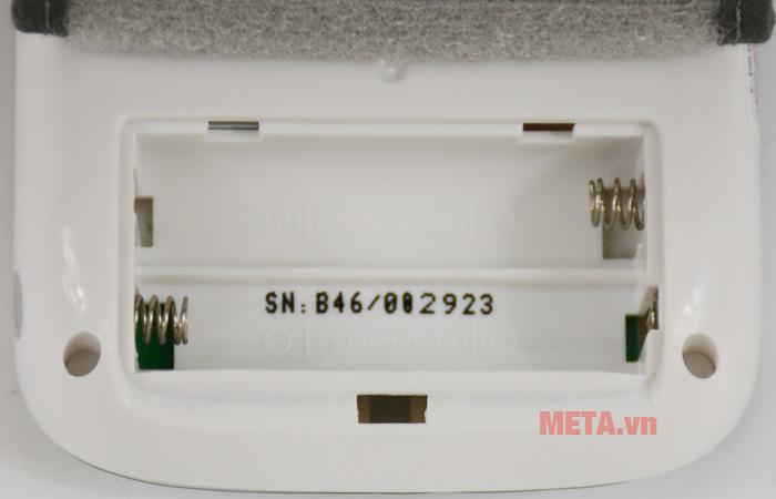 Máy đo huyết áp cổ tay Beurer BC50 dùng 2 pin