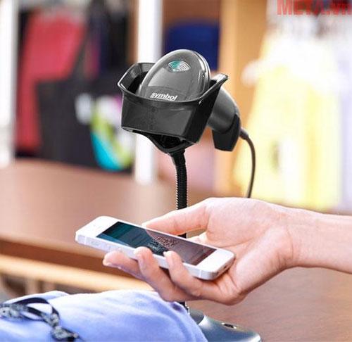 Máy có khả năng đọc mã vạch trên điện thoại và thiết bị vi tính