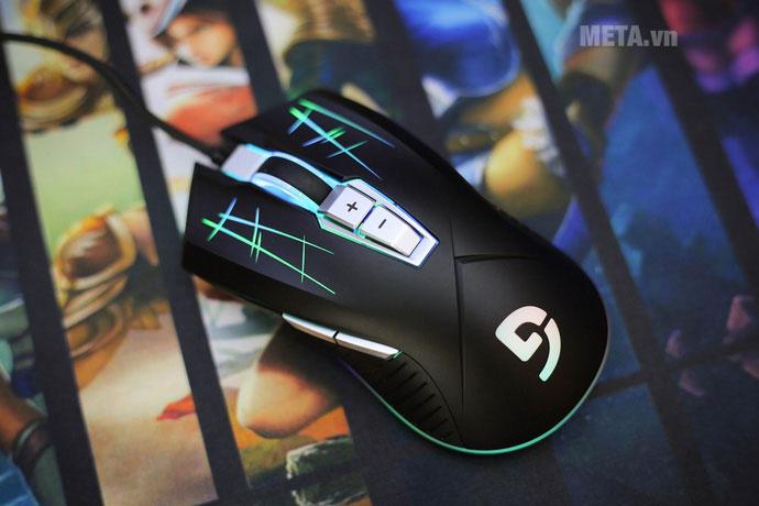 G93S khi cắm đèn trông rất đẹp mắt, chú chuột này có bộ đèn LED đổi màu RGB ở khắp thân chuột