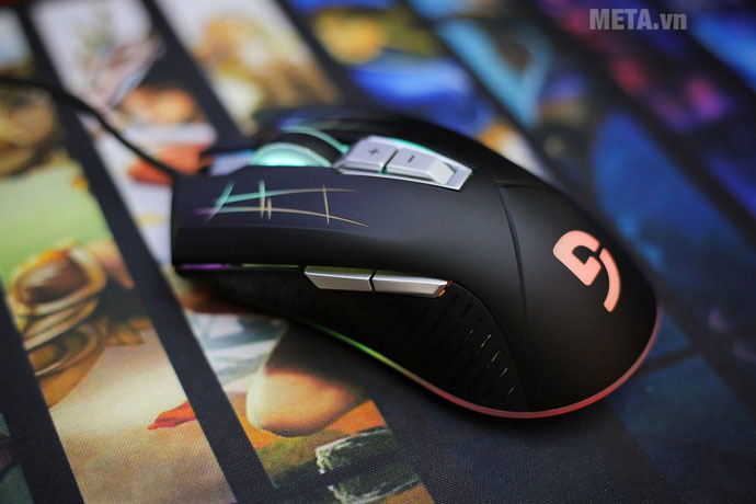 Fuhlen G93S có thiết kế dạng thuôn, cân bằng nhưng chỉ có nút phụ ở bên hông trái chuột, phù hợp với game thủ thuận tay phải