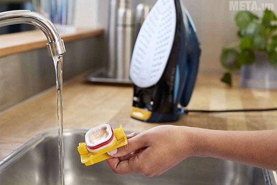 Bạn có thể dễ dàng tháo lắp đậy hơi nước để vệ sinh định kỳ